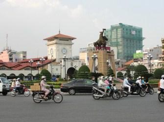 Vòng xoay giữa Sài Gòn cùng Tượng đài Trần Nguyên Hãn