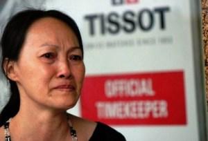06-Ch_ Lâm Th_ Vân, m_t ngu_i dân Sài Gòn, d_ng l_ng khóc khi nghe loa thông báo Thuong xá Tax dóng c_a.
