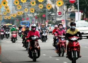 01- Sài Gòn tr_ l_nh nên sáng s_m nhi_u ngu_i ph_i mang áo _m di làm