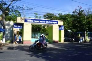 Trường Lý Tự Trọng (tỉnh Trà Vinh), nơi vừa xảy ra vụ nữ học sinh bị bạn đánh trong phòng học.