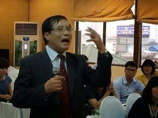 Ông Phạm Đức Bảo – Đại học Luật Hà Nội tỏ ra rất bức xúc Ảnh: Facebook Thanh Sơn