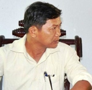 01- Ông Hoàng Kim Minh, Ch_ t_ch xã Qu_ An, th_a nh_n ch_ l_y 50 con gà nhu các cán b_ khác ch_ không ph_i là 200 con.