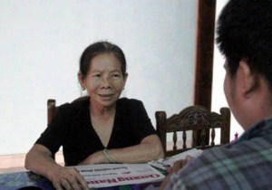 02- Bà Lê Th_ Phiên, ngu_i phát giác ra v_ quan an ch_n gà c_a dân