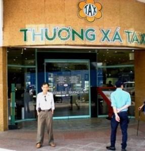 02- Van Quang truoc thiong xa Tax ngay 25-8-2014