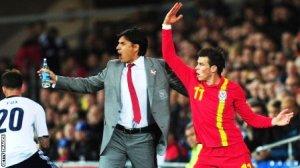 HLV Coleman của đội tuyển Xứ Wales cấm tiệt cầu thủ của mình yêu trong thời gian dự Euro 2016.